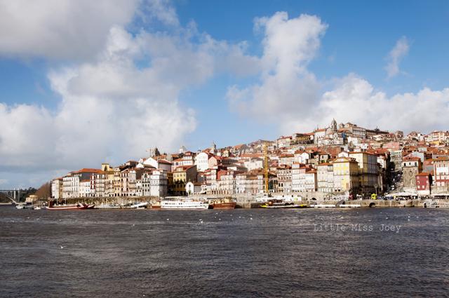 Porto_by_river